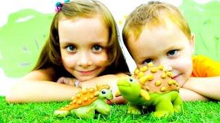 Игры с динозаврами - Развивающие видео с игрушками