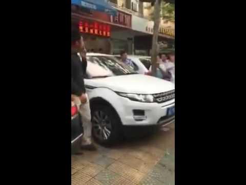 Зошто никогаш не треба да блокирате паркиран автомобил во Кина?