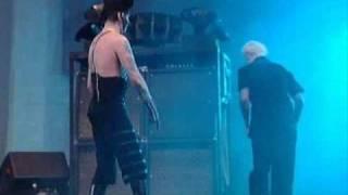 Marilyn Manson kicks John 5`s ass (good quality)