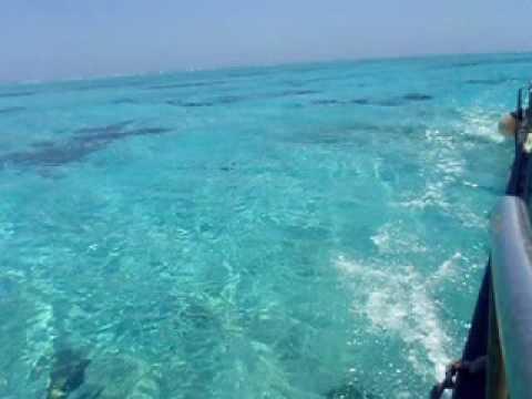 遠ざかる百合ヶ浜。そして青い海