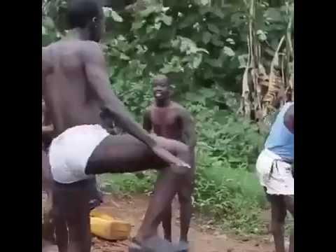 Africanos dancando