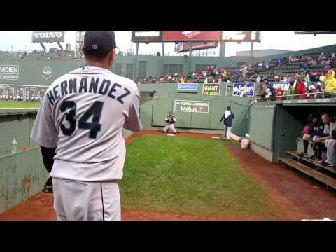 Felix Hernandez Bullpen- Fenway Park August 25, 2010. WWW.BULLPENVIDEOS.COM