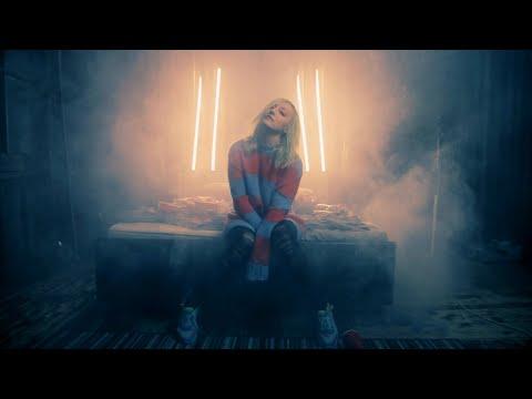 Смотреть клип Блондинка Ксю - Трезвая