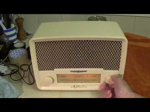 1954 Radio Rentals 208 AC/DC mains 5 valve compact table radio