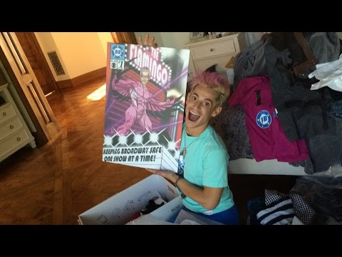 Ariana & Mommy open my Big Brother Box/Ariana's the worst videographer ever