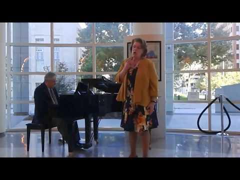 Diva Barbara Fox DeMaio sings Chi il Bel Sogno di Doretta