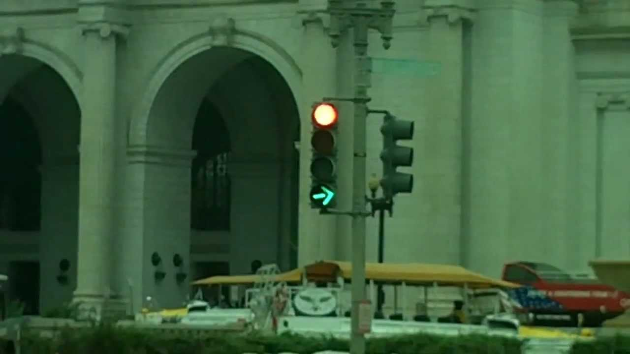 Green traffic light, green arrow: rules, features