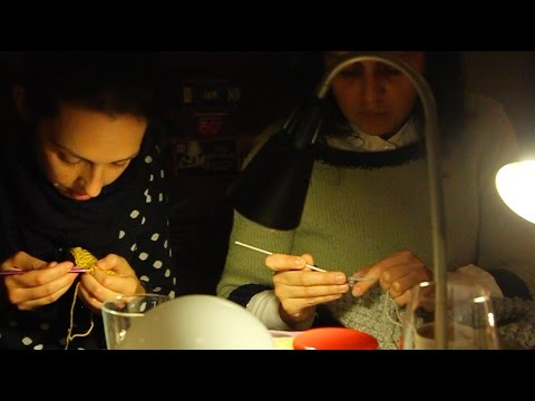 'Knitting group, at a brown bar in Amsterdam' | DAM SLOW tv