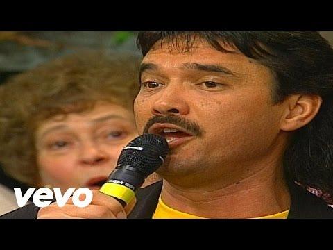 Bill & Gloria Gaither - Jesus Loves Me [Live] ft. Ivan Parker