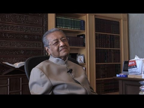 PM Najib destroying Malaysia, stoking racial tensions: Mahathir
