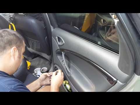 Citroen C5 - Demontaż boczku, odsłon drzwi tylnych.