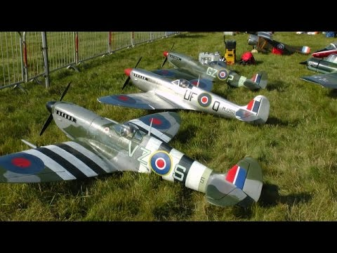 """RC """"LEGENDS FIGHTER GROUP"""" 1/4 SCALE SPITFIRES & FW 190 DISPLAY - RAF BARKSTON HEATH NATS - 2014"""