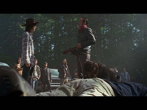 TWD S7E1 - Negan wraps Carl's arm
