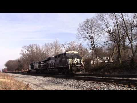 NORFOLK SOUTHERN GE ES44AC Southbound Intermodal Container Train