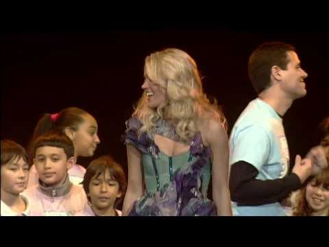 """""""SO SMALL"""" Carrie Underwood & PS22 Chorus at Newark Prudential Center"""