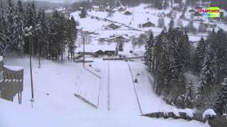 Entrainement de saut à ski sur le tremplin du domaine de ski nordique des Bas Rupts