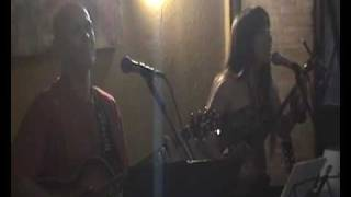Megumi Gushi e Flawio Lara tocando Assadoya Yuntá em sua despedida ...