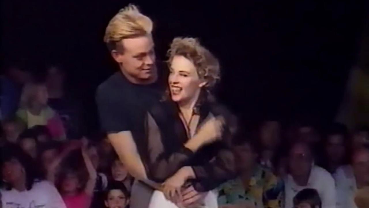 Download Kylie Minogue & Jason Donovan - Especially For You (Live VTM Belgium -1989)