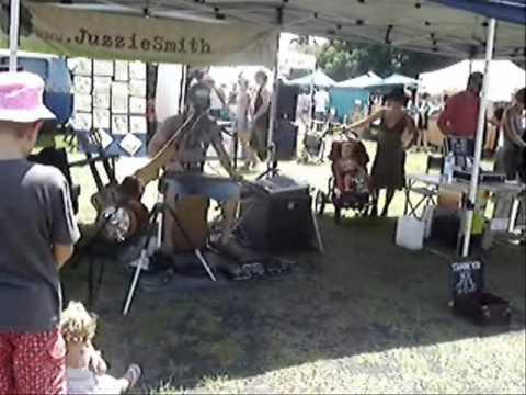 Juzzie Smith - Live at Byron Bay Markets