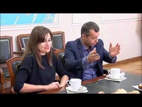 Летчик герой Дамир Юсупов приехал повидать родителей и рассказал, как сажал аварийный самолет