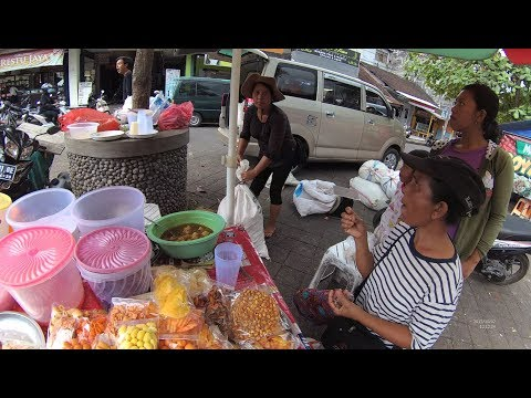 Indonesia Bali Street Food 1975 Part.2 The Cheapest Birthday Cake Kue Ulang Tahun dllYN010059