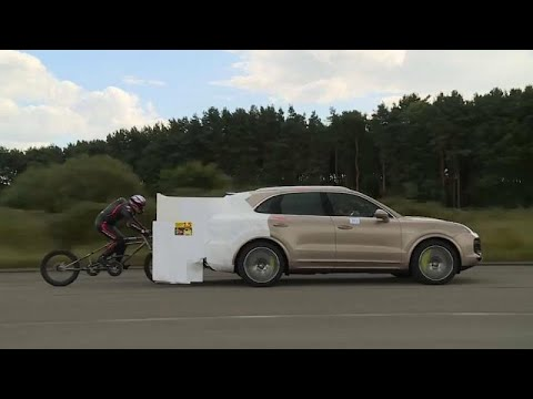 France 24:UK cyclist sets motor-paced speed world record