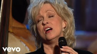Connie Smith - Clinging to a Saving Hand [Live]