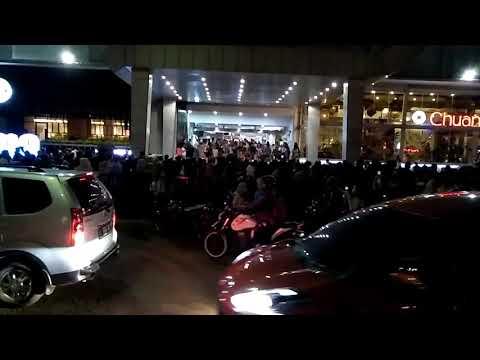 Pengunjung Super Mall Karawaci Panik Akibat Isu Kebakaran