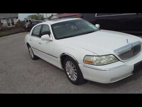 2003 White /Tan Lincoln Town Car (1LNHM82W73Y) with an 4.6L V8 SOHC 16V engine, 4-Speed Automatic Overdrive transmission, located at 1725 US-68 N, Bellefontaine, OH, 43311, (937) 592-5466, 40.387783, -83.752388 - Photo #0