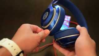 Beats Studio 2.0 Unboxing & Review(Review and Unboxing of the second generation Studio headphones by Beats. 18 minutes of fun! Find out if these phones are a good option for your taste., 2014-07-03T06:31:59.000Z)