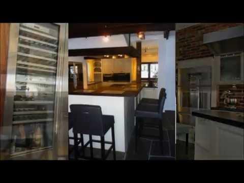 Italienische Landhausküchen mit Schranktüren aus Eichenholz