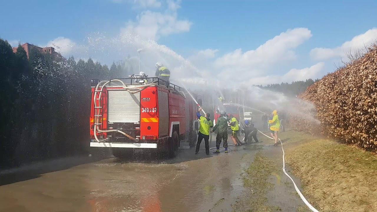 Polała się woda. Strażacy pokonani...