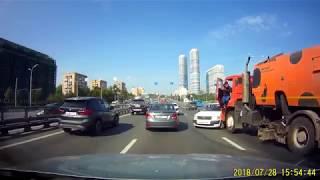 Смотреть видео ДТП МОСКВА (Машина с фекалиями протаранила седан) 28.07.2018 онлайн