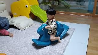 [유아용 장난감] 흔들말 타기 (1분)