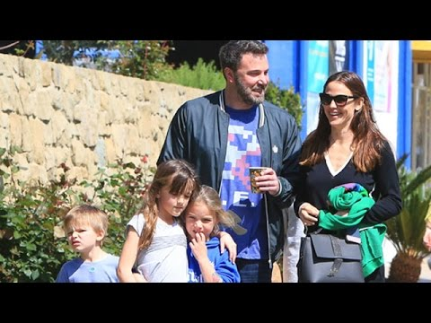 Ben Affleck And Jennifer Garner Looking Like A Happy Family Pt 2