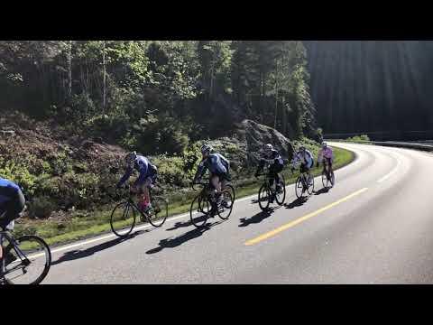Her passerer sykkelrytterne under Kristiansand-Hovden