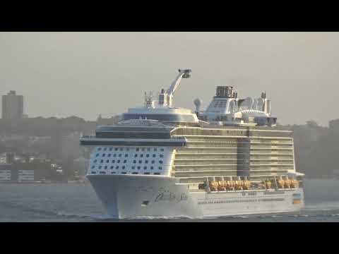 Ovation of the Seas departs Sydney Harbour