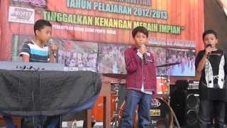 Download Video Grenade Bruno Mars Cover by Dax , akmal , bisma @ perpisahan SD kerptapawitan MP3 3GP MP4
