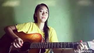 Cewe cantik simpang kanan mahir main gitar