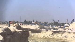 قناة السويس الجديدة : فيديو حصرى حفر وتكريك وعبور سفن بموقع واحد