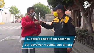 Policía devuelve mochila con 30 mil pesos a joven; eran para comprar un tanque de oxígeno