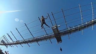 Десятки бейсджамперов спрыгнули с моста в Сочи