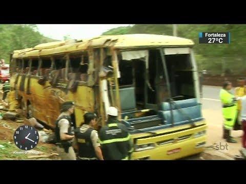 Ônibus que viajava para SP perde o freio e mata 7 em Minas Gerais    SBT Notícias (13/11/17)