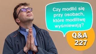 Czy modlić się przy osobach, które modlitwę wyśmiewają? [Q&A#227] Remigiusz Recław SJ