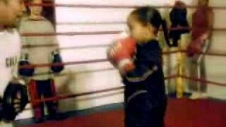 Девочка 5 лет мега боксер.avi