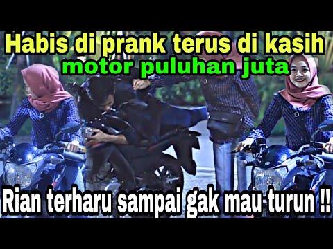 SURPRISE PACAR KASIH MOTOR HARGA JUTAAN  RUPIAH, DIA SENANG BANGET