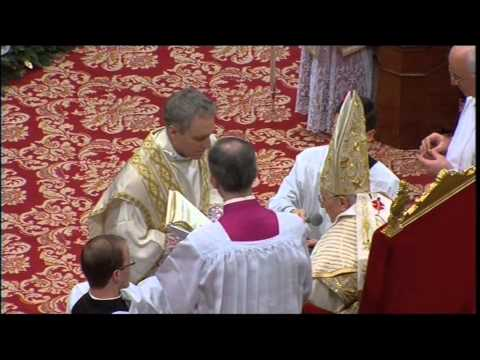 Benedict XVI ordains four bishops. (Georg Gänswein)