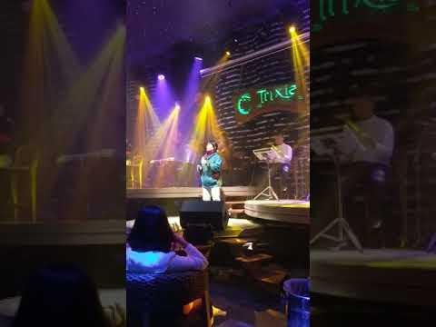 Japanese Superstar sings Spanish in HaNoi Karaoke Night Club