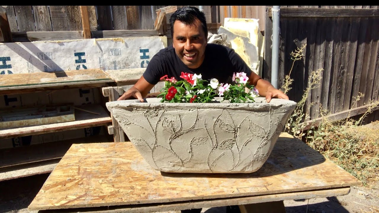 COMO HACER MACETERO DE CEMENTO CON ESTAMPADO/ making cement planter with designs
