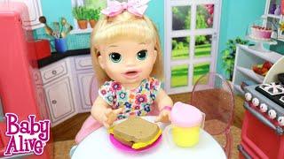BABY ALIVE SARA COMILONA FAZENDO LANCHE DE MASSINHA PLAY DOH ANTES DE SAIR COM A AMIGA